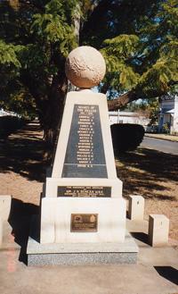 Helidon War Memorial Cairn and Globe