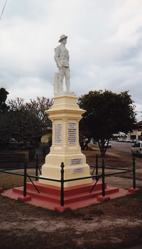 Howard and Burrum War Memorial (Digger)