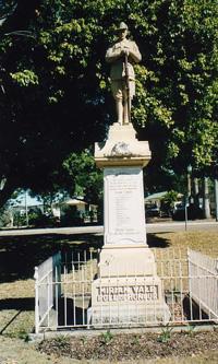 Miriam Vale War Memorial (Digger)