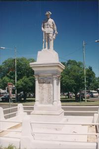 Murgon War Memorial (Digger)